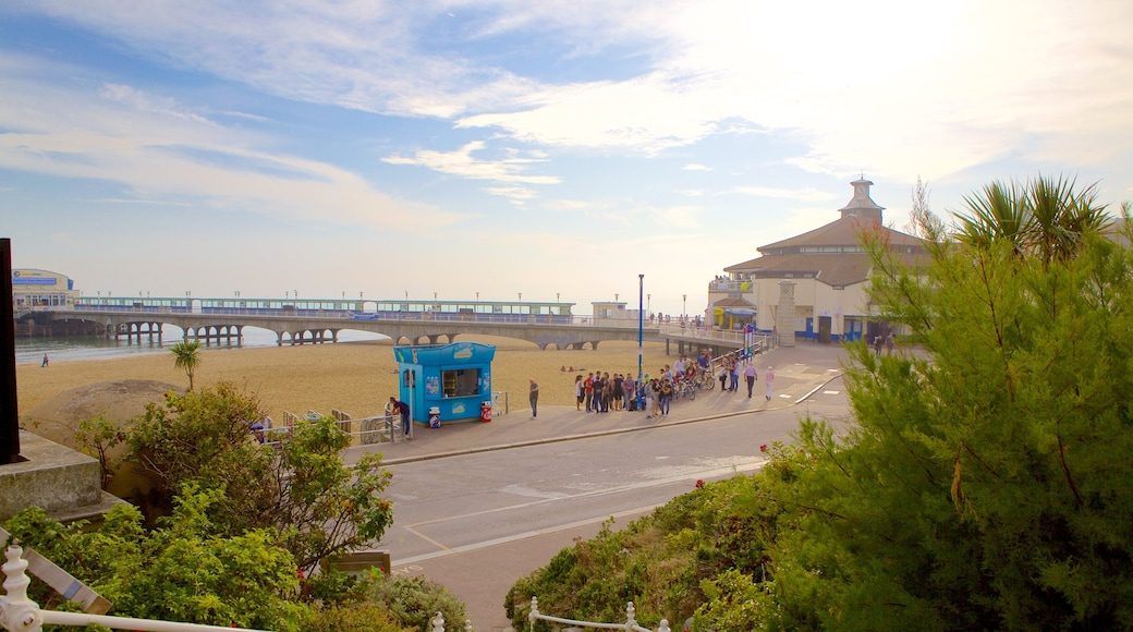 Bournemouth Beach which includes general coastal views