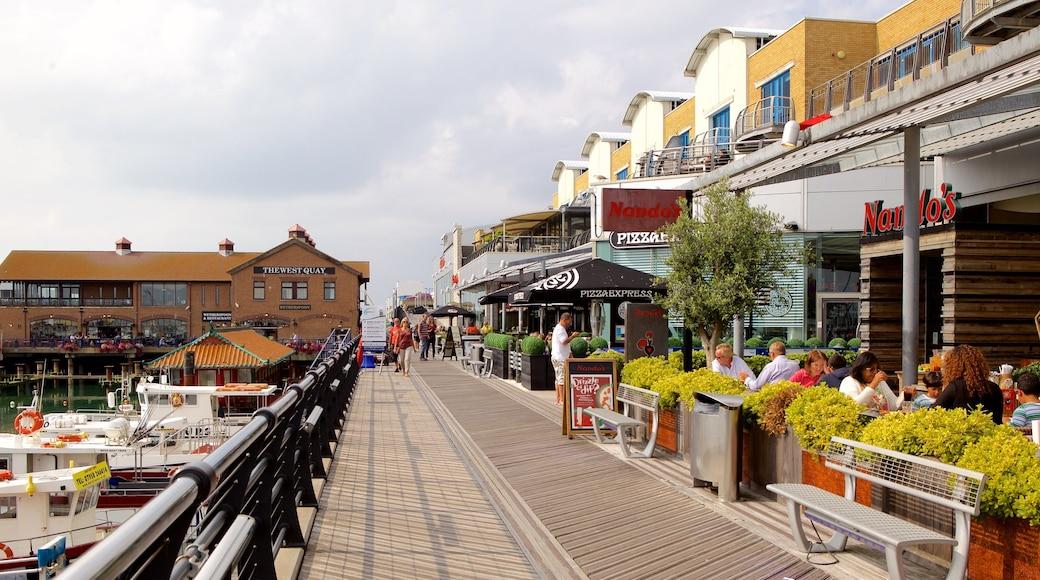 Brighton Marina mit einem Marina und Essen im Freien