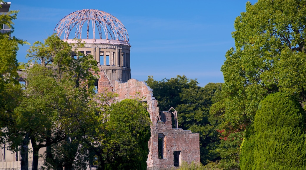 Hiroshima Peace Memorial Park showing a garden and a ruin