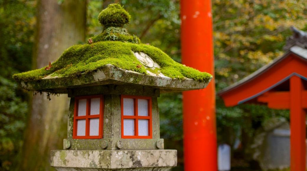 箱根神社 设有 傳統元素 和 廟宇或禮拜堂