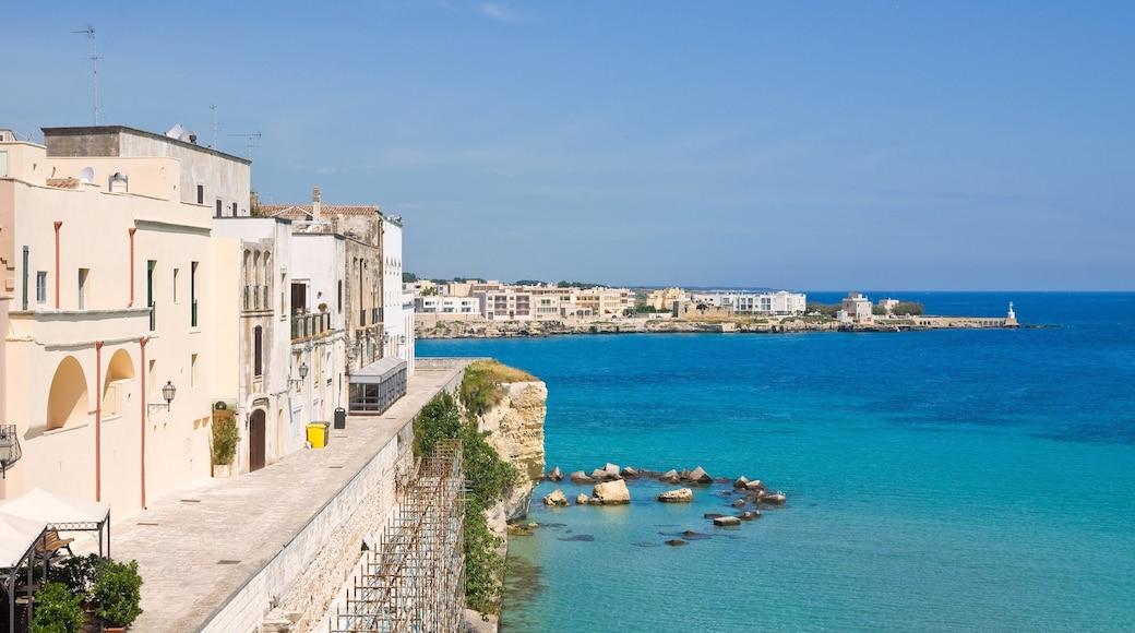 Otranto che include località costiera e vista della costa
