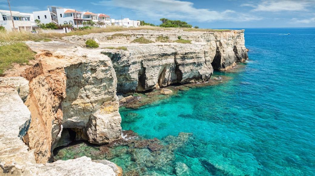 Otrante montrant côte rocheuse et gorge ou canyon