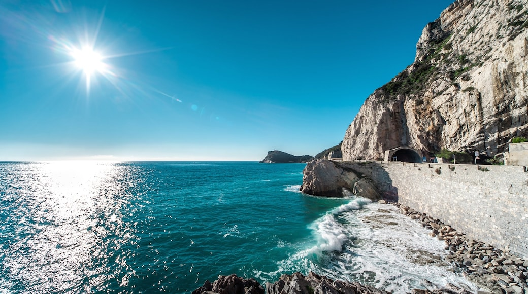 Finale Ligure presenterar klippig kustlinje