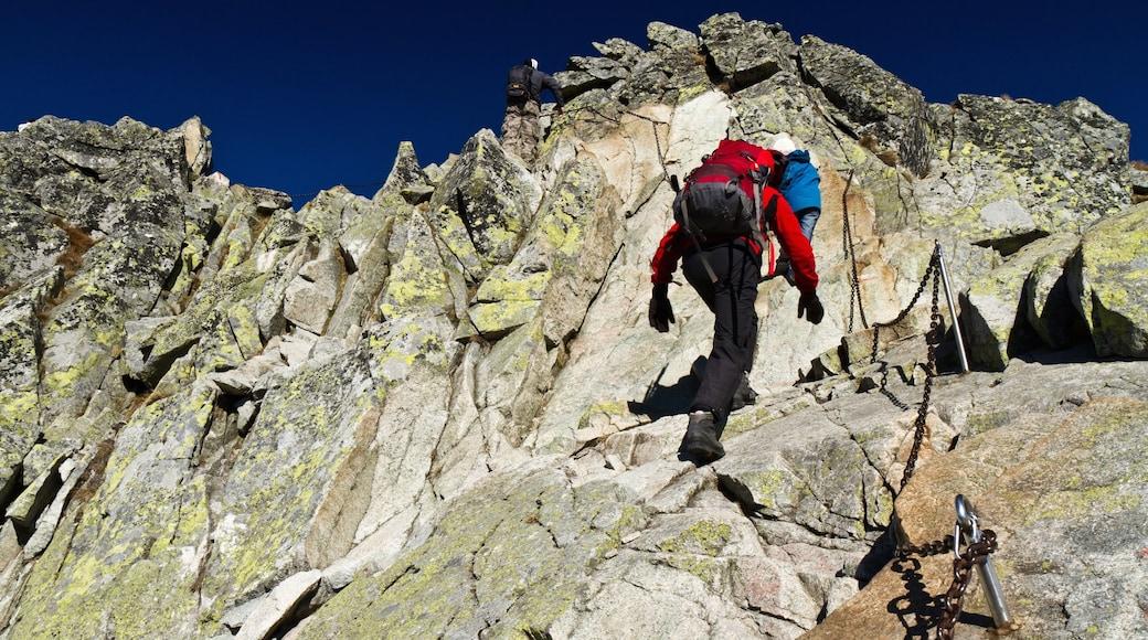 Finale Ligure som inkluderar vandring såväl som en man