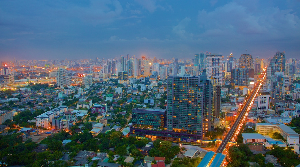 Sukhumvit which includes landscape views, central business district and night scenes
