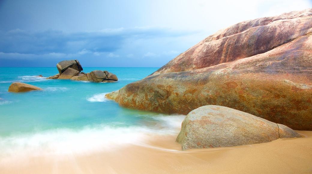 Hin Ta and Hin Yai featuring general coastal views