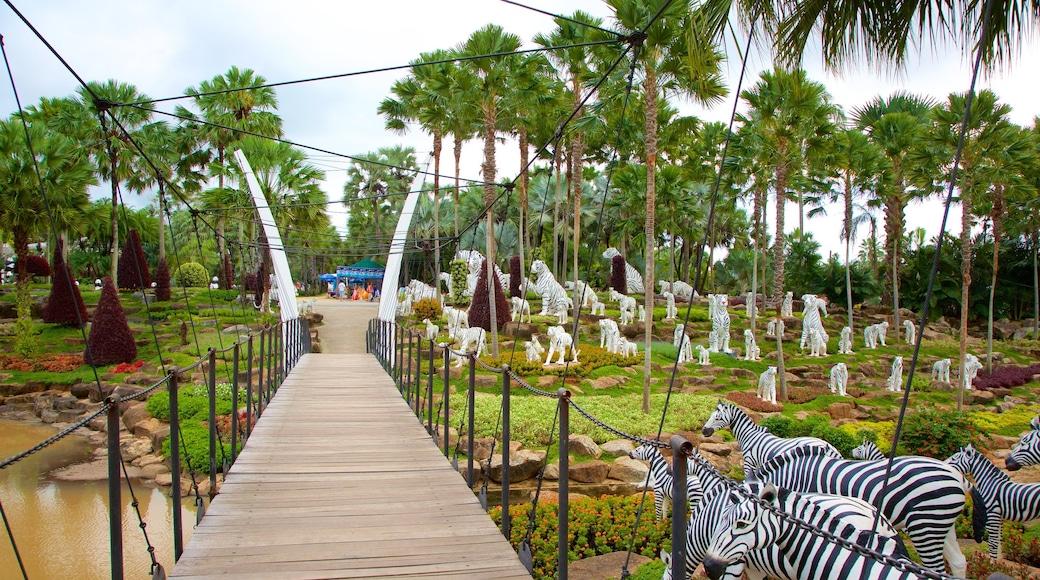 สวนนุงนุช เนื้อเรื่องที่ ศิลปะกลางแจ้ง และ สะพาน
