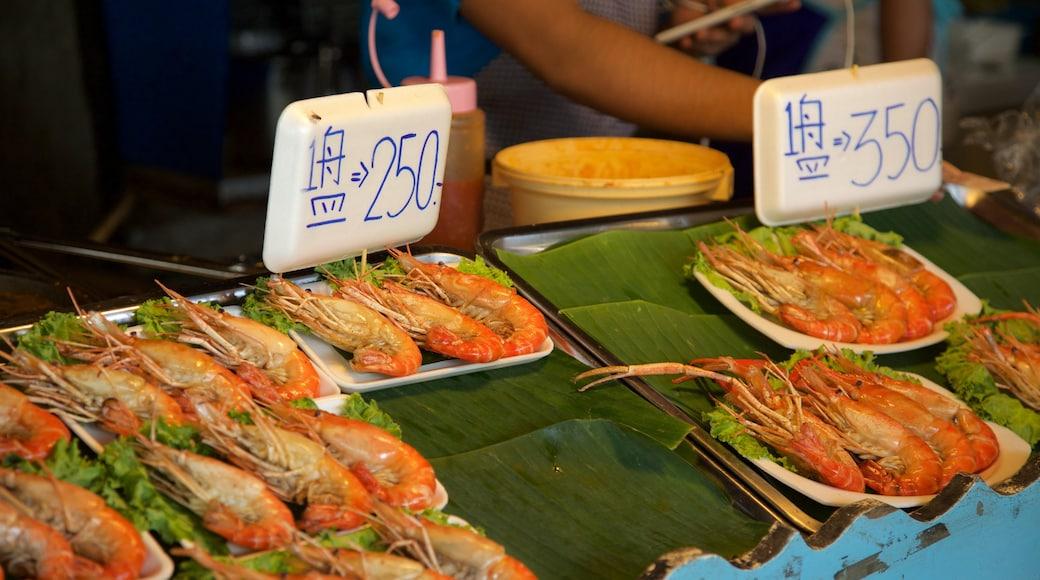 Pattaya Floating Market showing markets