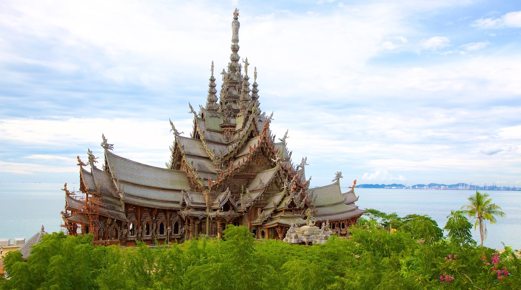 The Sanctuary of Truth showing a temple or place of worship