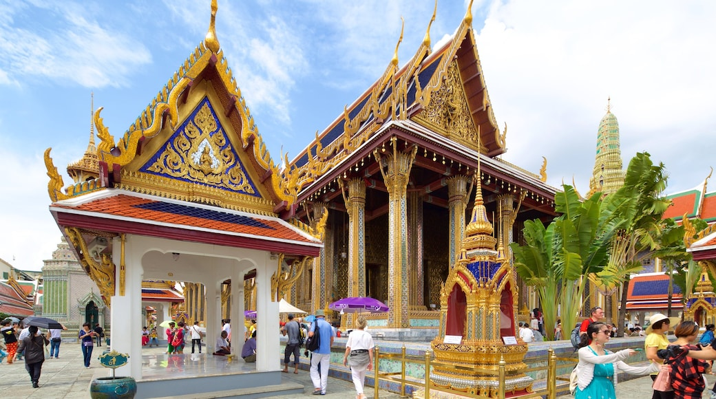 Temple of the Emerald Buddha which includes a temple or place of worship as well as a large group of people