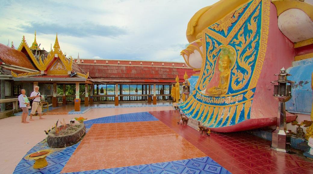 Grote Boeddha bevat religieuze elementen en een tempel of gebedshuis