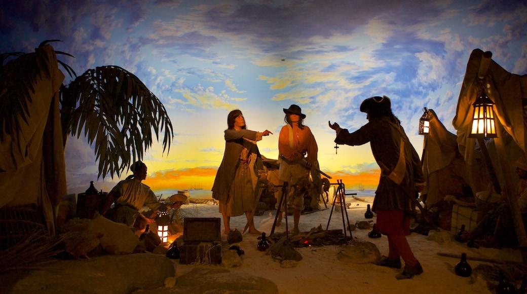 Nassau sjørøvermuseum som inkluderer innendørs i tillegg til en liten gruppe med mennesker