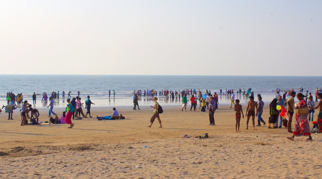 Juhu Beach which includes a sandy beach as well as a large group of people