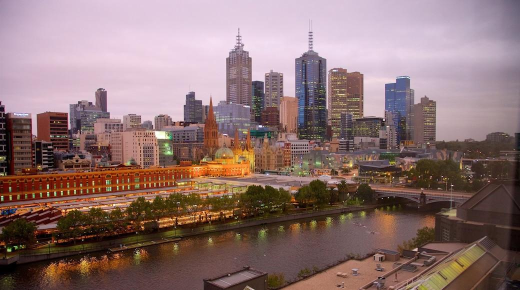 Melbourne CBD caracterizando um pôr do sol, paisagem e paisagens da cidade
