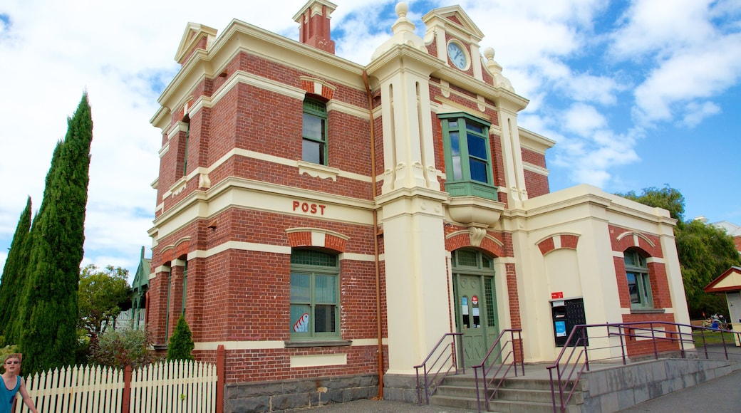 Queenscliff which includes heritage elements