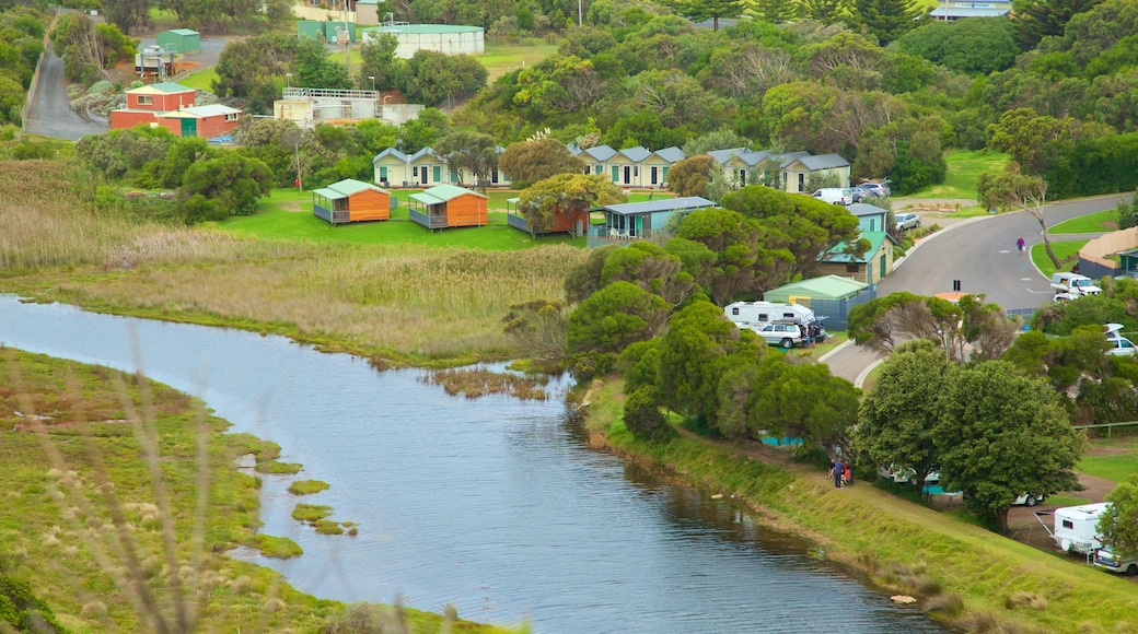 Port Campbell showing a small town or village and a river or creek