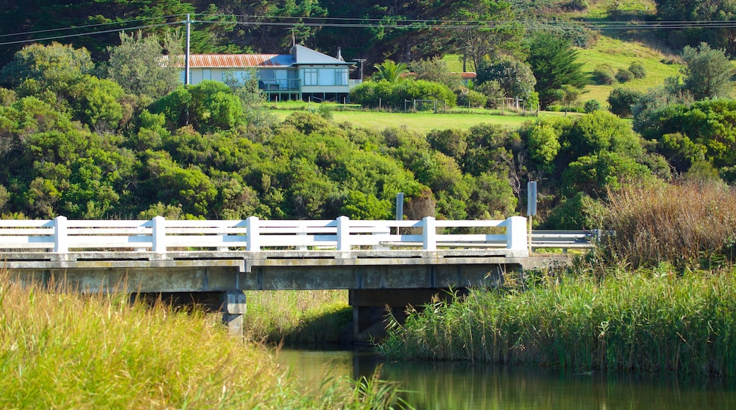 Skenes Creek which includes a river or creek and a bridge