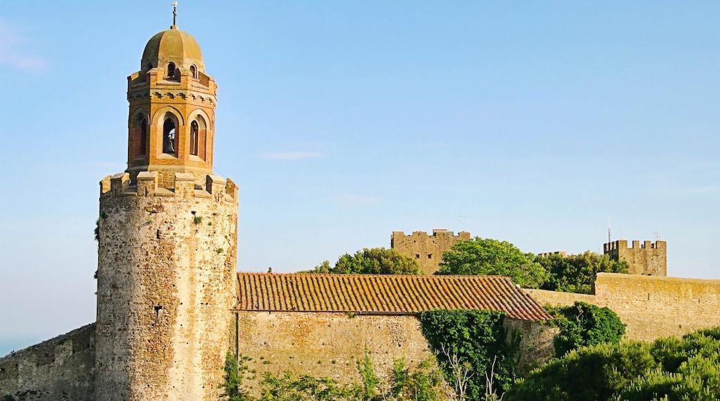 Castiglione della Pescaia mit einem Palast oder Schloss