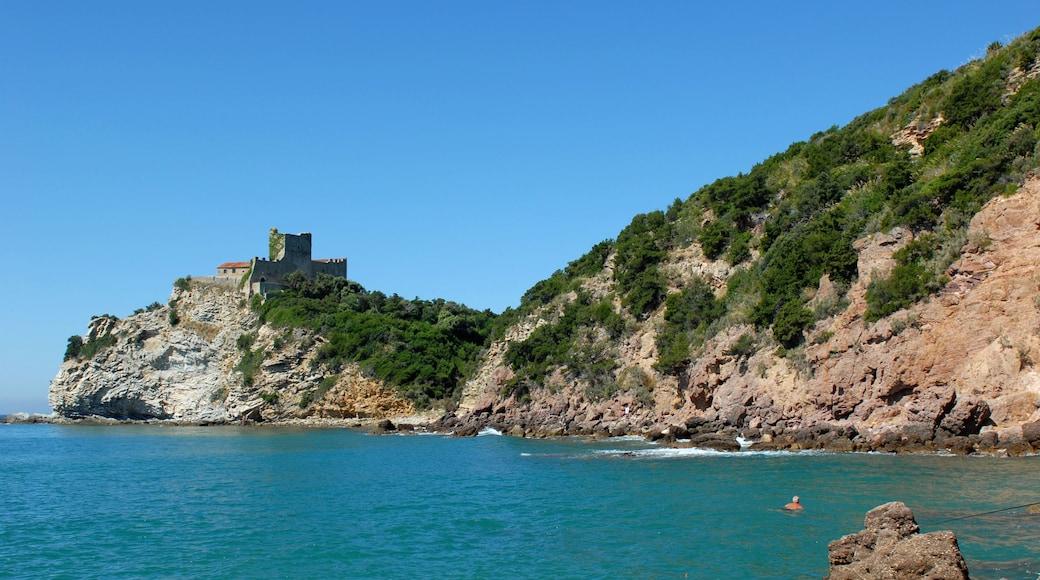 Castiglione della Pescaia das einen allgemeine Küstenansicht