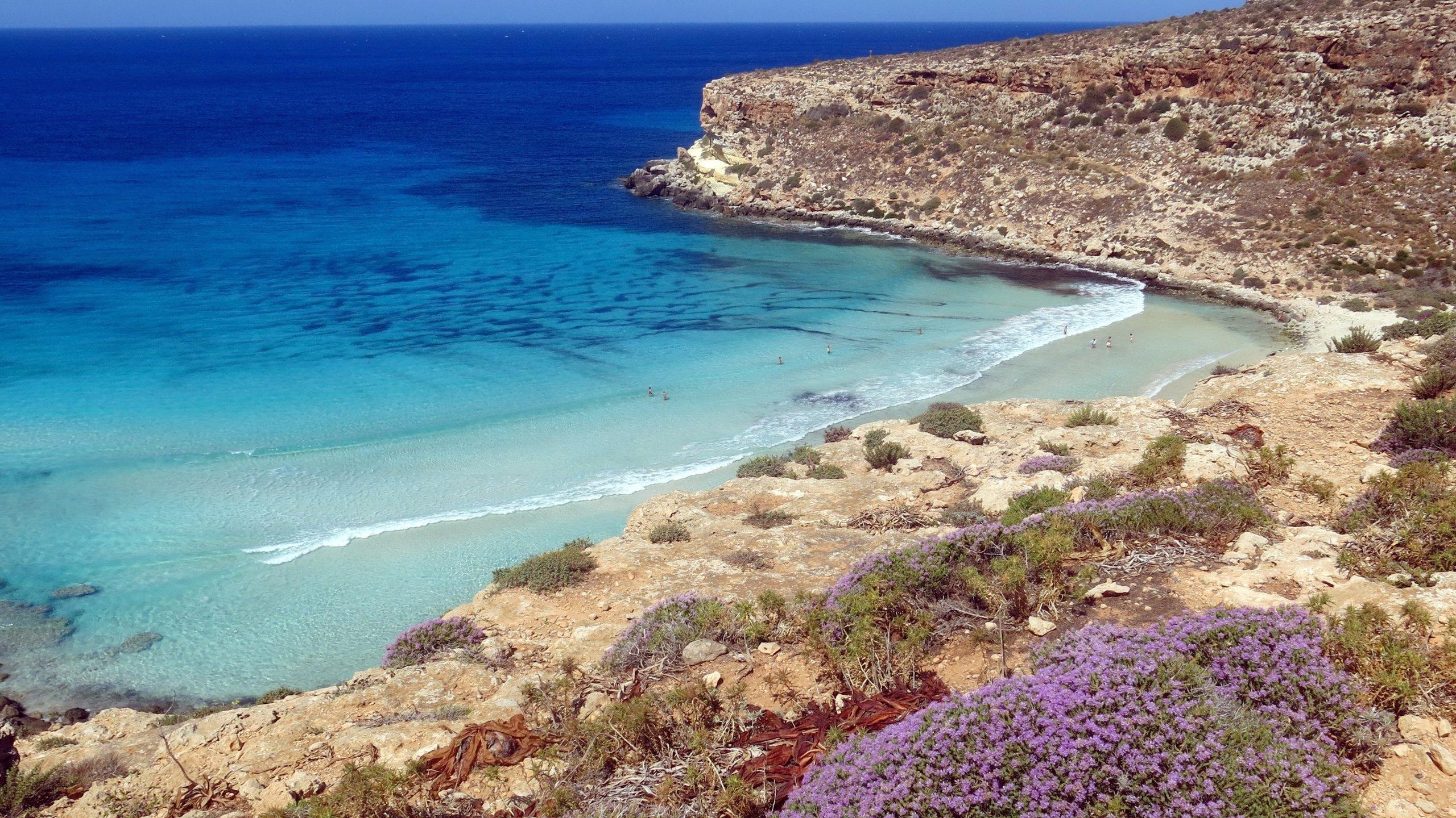 Wenn Sie einen möglichst entspannten Urlaub in Lampedusa verbringen möchten, dann ist Spiaggia dei Conigli (Strand) der perfekte Ort für Sie!  Machen Sie einen Spaziergang im Park oder besuchen Sie die bedeutenden Denkmäler der Gegend.