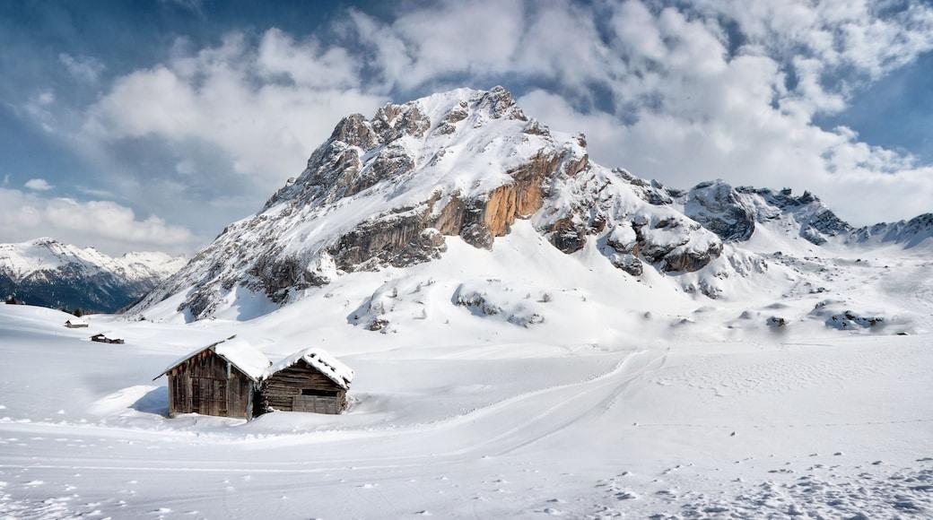 Canazei welches beinhaltet Landschaften, Berge und Schnee