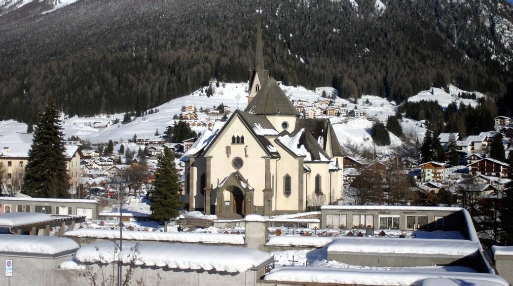 Moena mit einem Schnee, Kirche oder Kathedrale und Geschichtliches