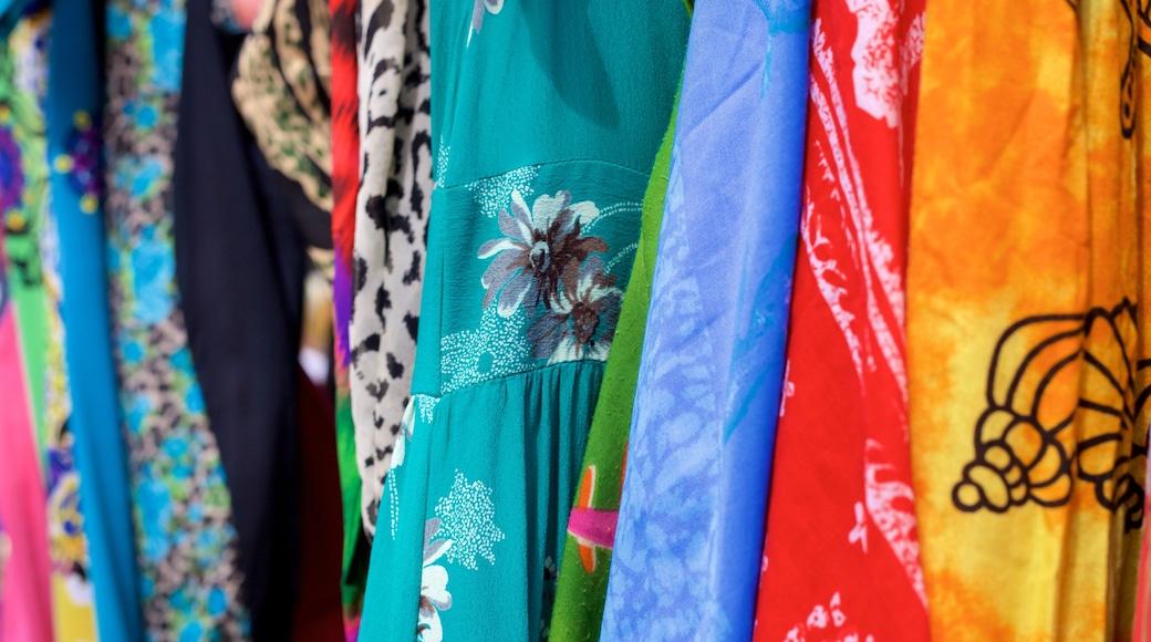 Flic-en-Flac showing shopping and fashion