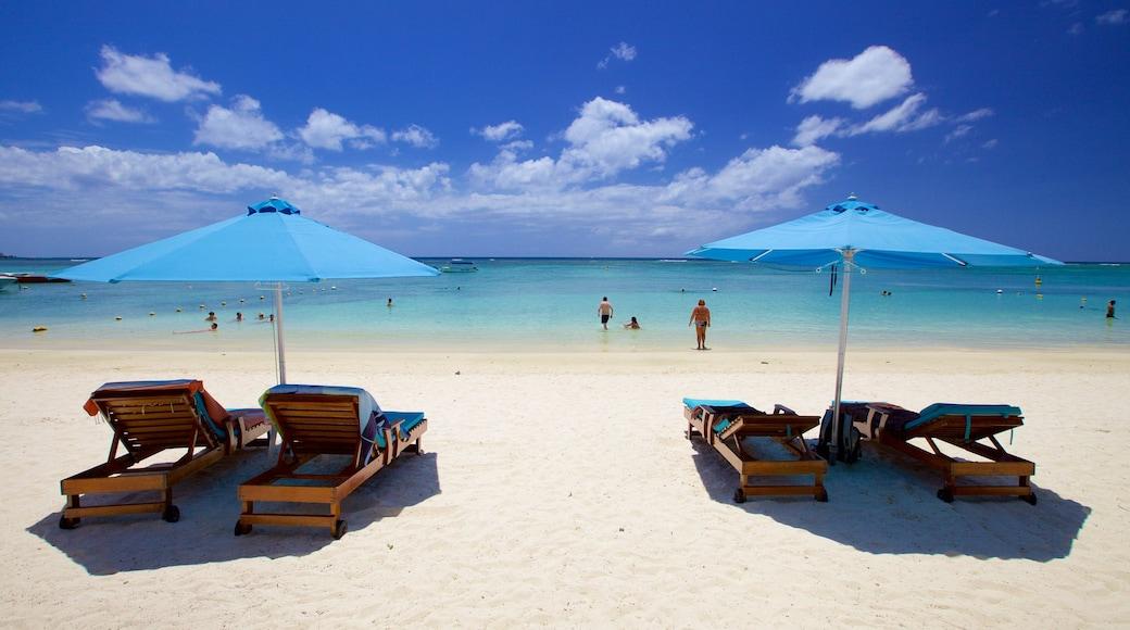 Trou aux Biches mettant en vedette plage et hôtel ou complexe de luxe