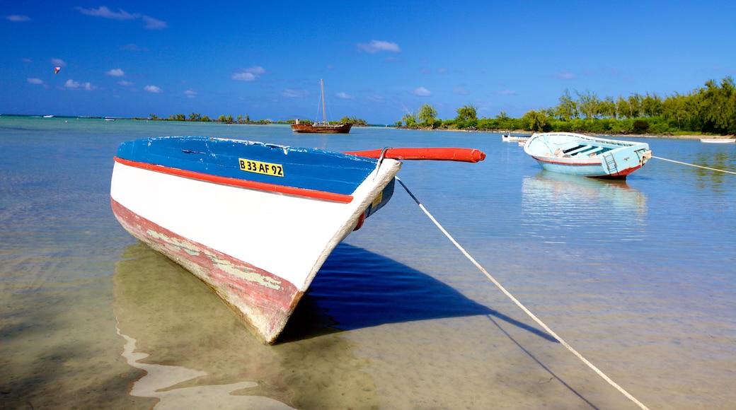 Cap Malheureux welches beinhaltet Bootfahren