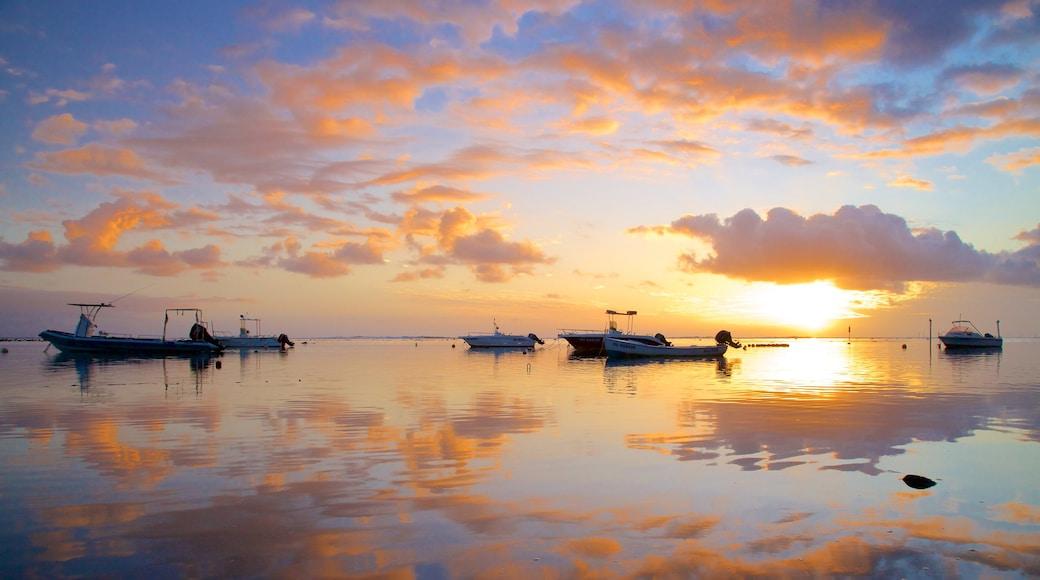 L\'Étang-Salé les Bains montrant coucher de soleil, vues littorales et navigation