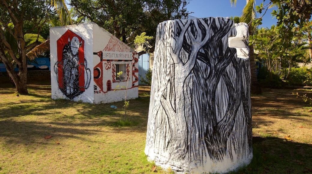 l\'Etang-Sale les Bains showing outdoor art