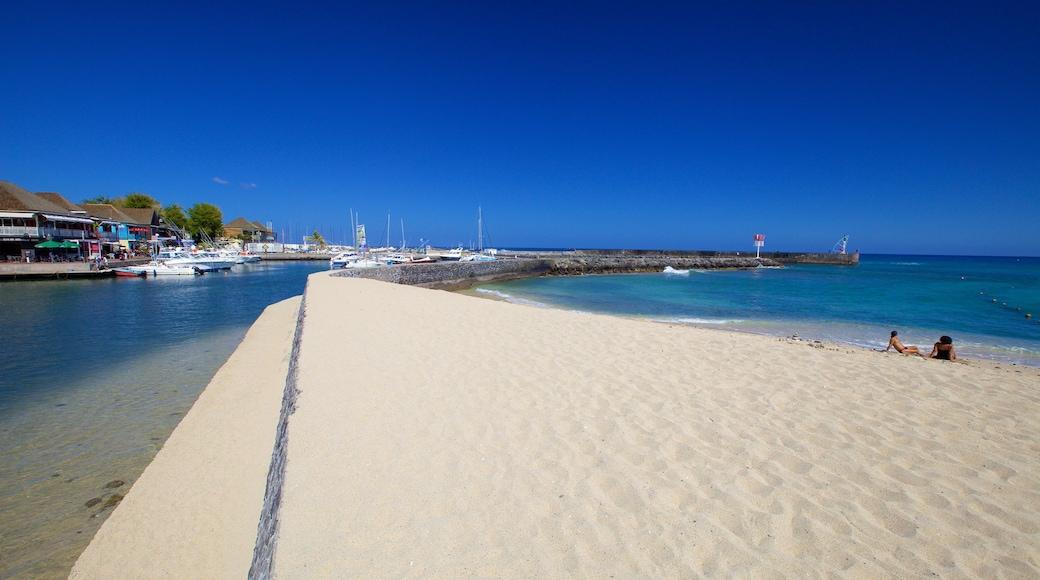 Saint-Gilles-les-Bains mettant en vedette marina et plage