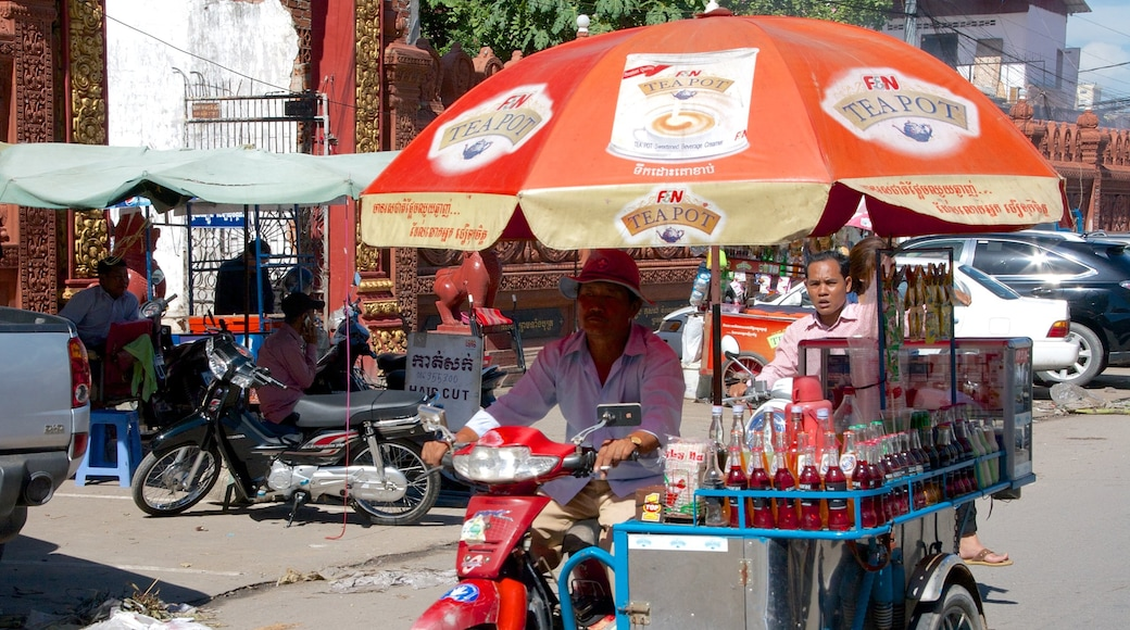 Kandal Market featuring drinks or beverages and markets as well as a small group of people