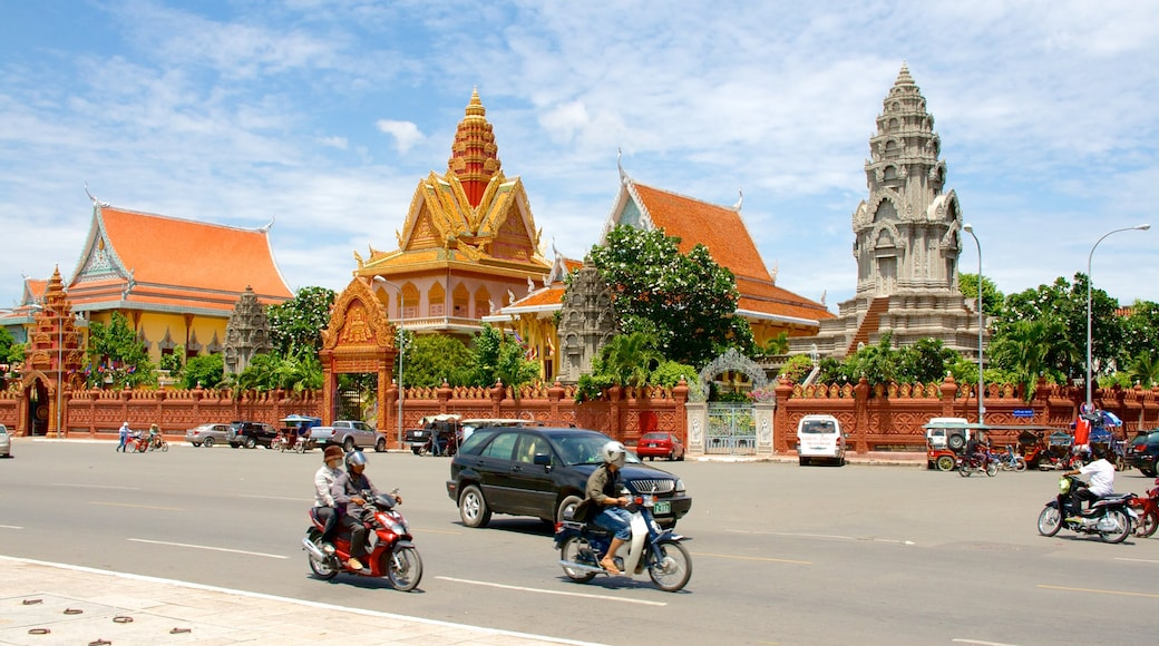 Wat Ounalom which includes a temple or place of worship and heritage elements