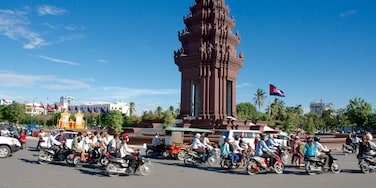 Independence Monument showing a monument and motorcycle riding