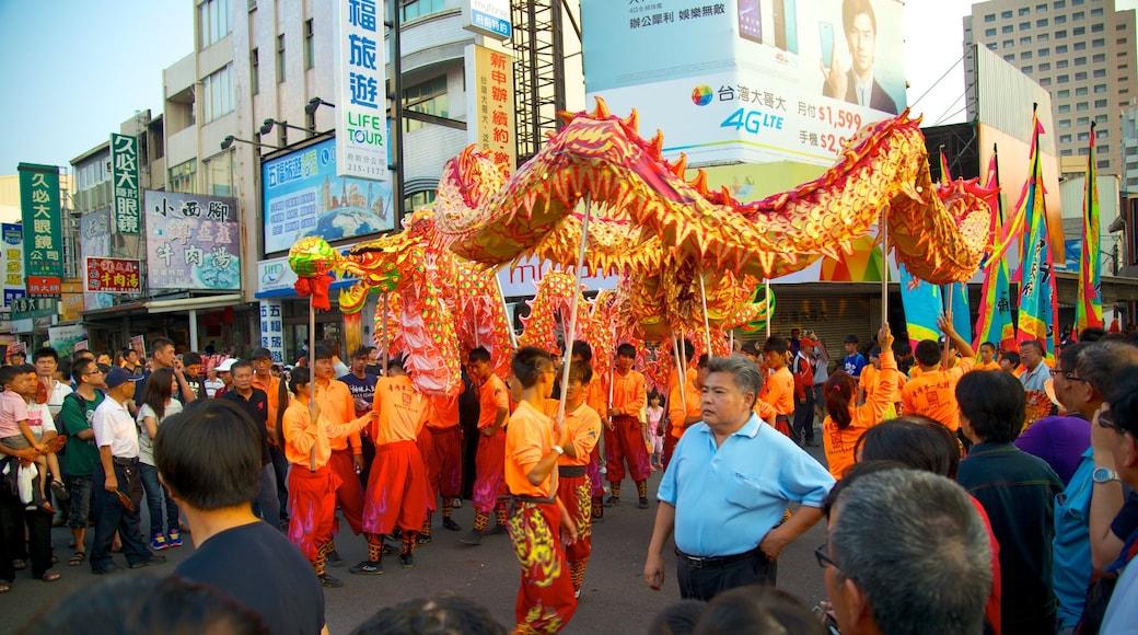 台南 其中包括 城市 和 街頭表演 以及 一大群人