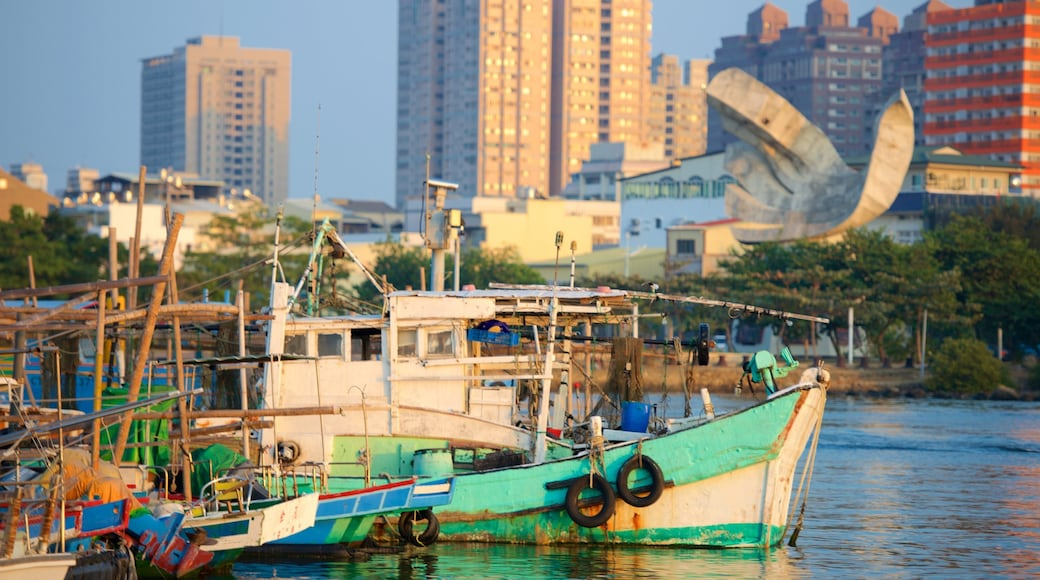 Anping Harbor showing a city and a marina