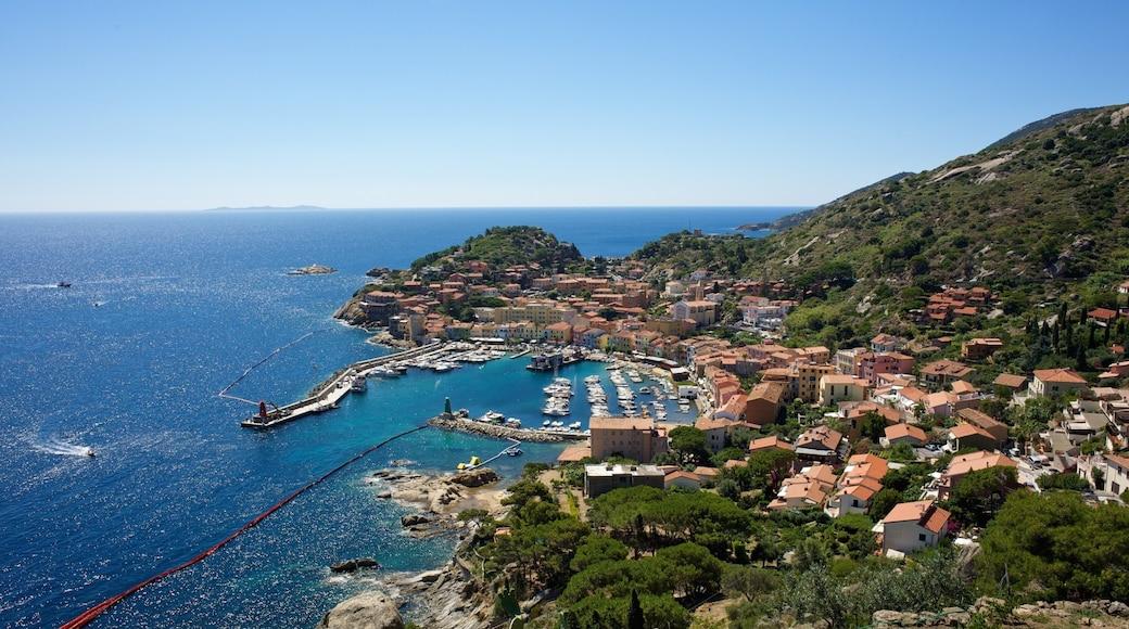 Isola del Giglio che include vista della costa, località costiera e piccola città o villaggio