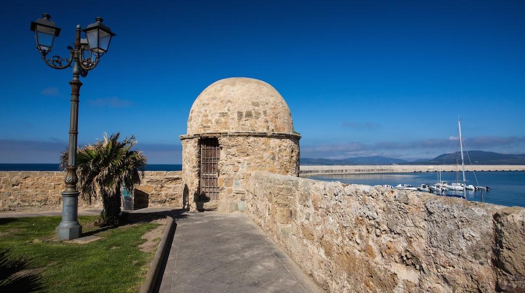 Alghero montrant vues littorales