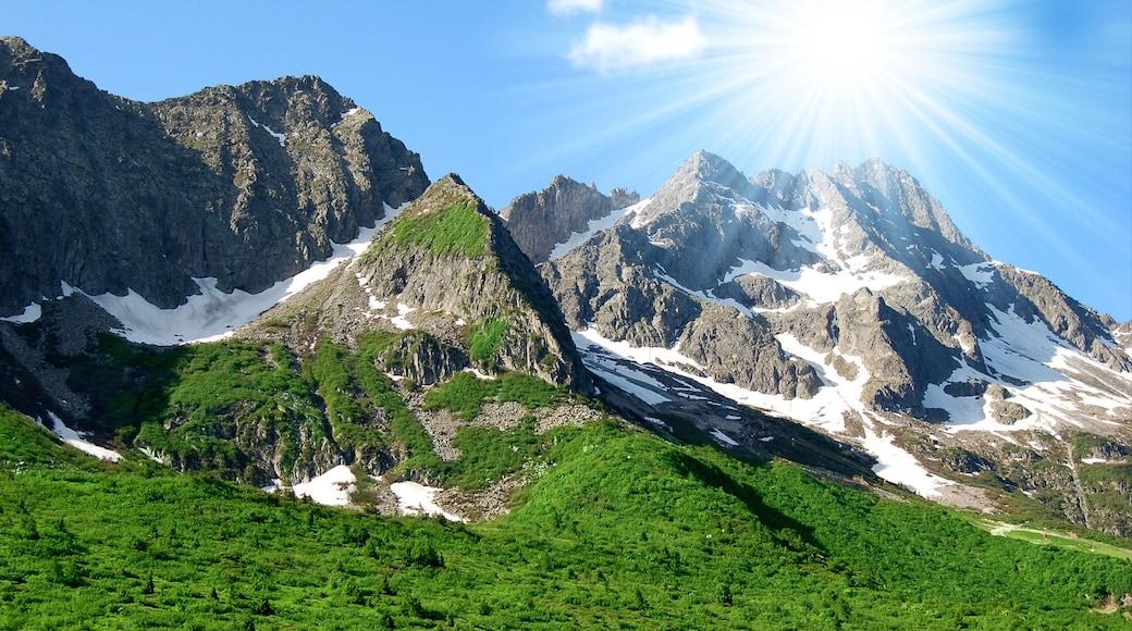 Andalo mit einem Schnee, ruhige Szenerie und Berge