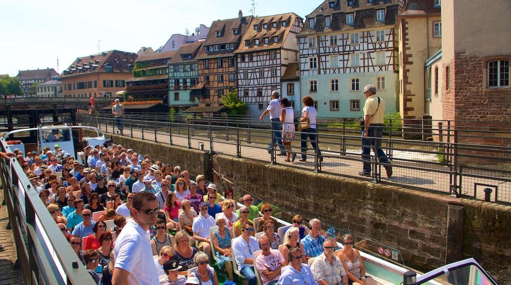 小法蘭西 其中包括 傳統元素, 划船 和 城市