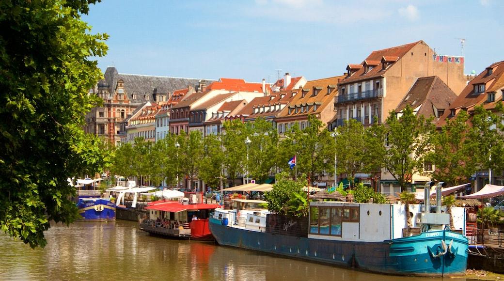 Estrasburgo mostrando un río o arroyo, embarcaciones y una ciudad