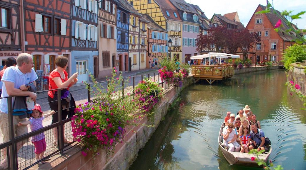 Colmar qui includes fleurs, navigation et ville