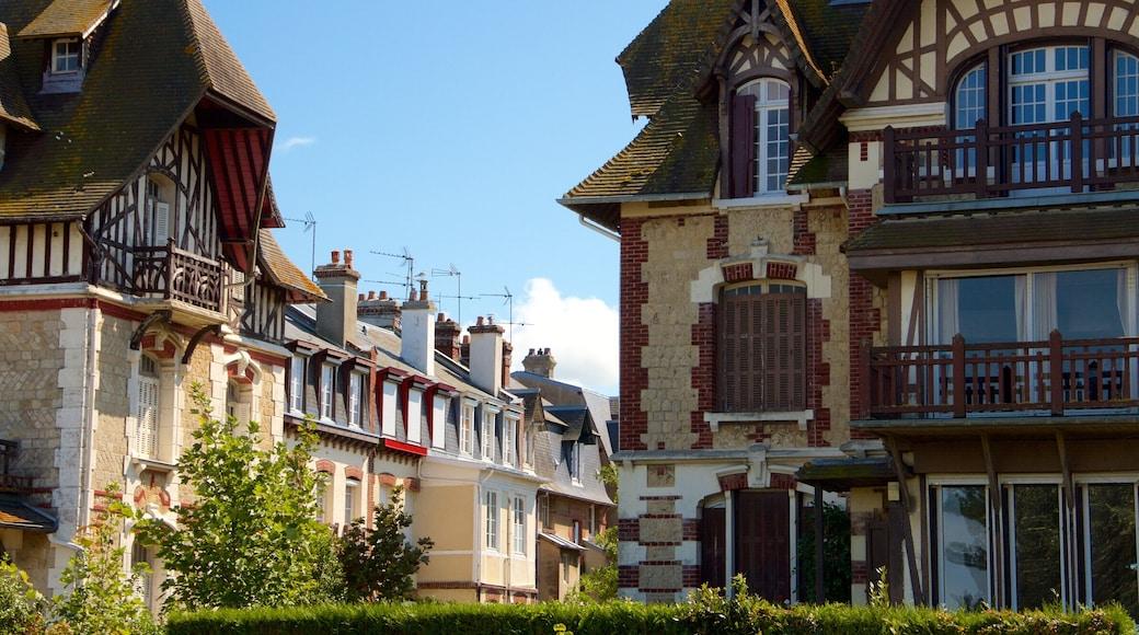 Deauville qui includes ville et patrimoine historique