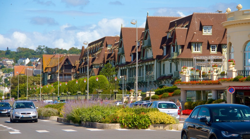Deauville showing a city