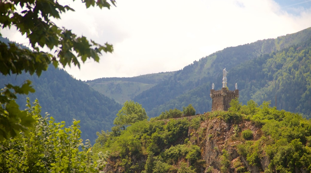 Ax-les-Thermes montrant scènes forestières et gorge ou canyon