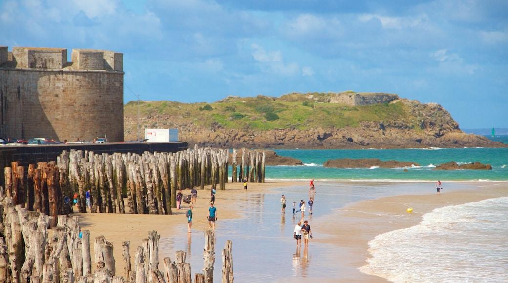 Saint-Malo qui includes vues littorales, plage et côte rocheuse