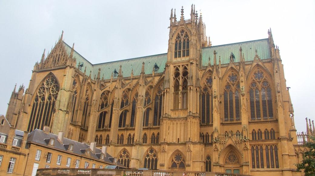 Metzin katedraali joka esittää vanha arkkitehtuuri, perintökohteet ja kirkko tai katedraali