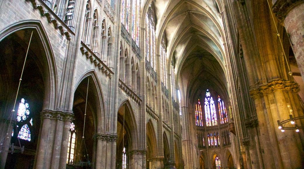Metzin katedraali joka esittää perintökohteet, vanha arkkitehtuuri ja kirkko tai katedraali