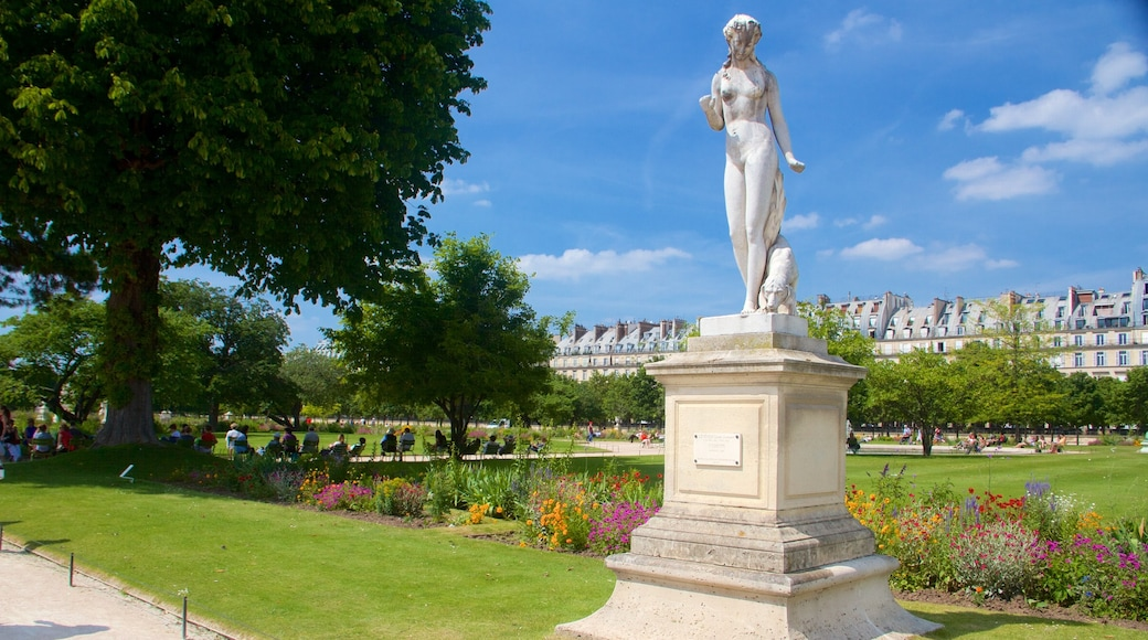 Tuileries Garden featuring a park, heritage elements and a statue or sculpture